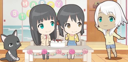 Kowata Makoto, Chito and Kuramoto Chinatsu are celebrating Kowata Akane's birthday by themselves, but she came later. (Flying Witch Petit ep 4)